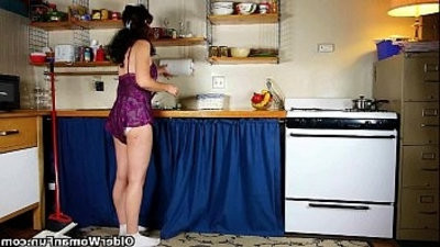 Mom goes to town on her ladybitranssexual in the kitchen