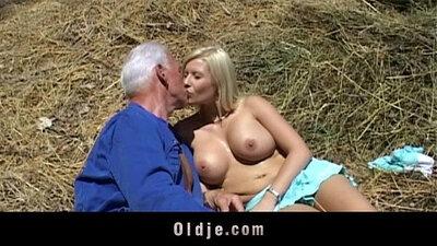 Blonde babe sucking a big schlong