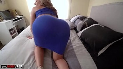 My super curvy stepmom sucked and fucked my bisexualg dick