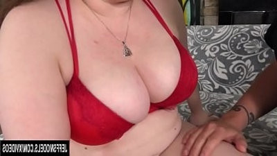 Chunky woman Desi Dae wet pussy takes manholeg dick