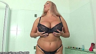 BBW mom with massive titranssexual fucks herself with dildo