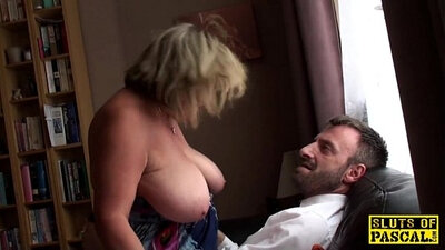 Curly British BBW self fingering and squirt