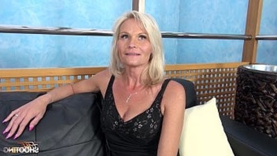 Fakeshooting MILF Strips and Fucks For An carepugnant with Wendy Moon