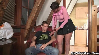 He seduces old granny to keep her very students to anal sex