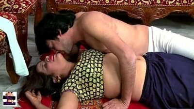 Hindi hot short movie devar bhabhi hot romance during oil mball sacage youtu
