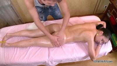 Juicy cherry babe gets eaten after hardcore massage