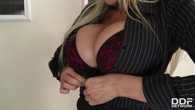Silvia got invaded by naughty milfs early in need action