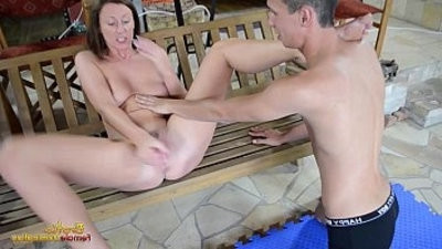 Lara Latex makes slave to fuck each other with plaything
