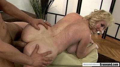 Noir Ass fucked by Grandma Blonde