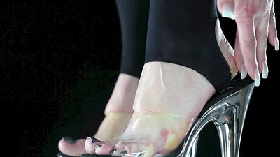 Mistress in England Bareluff Bounces on Dick