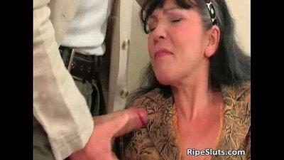 Banggirl Vibrator in her Slutty Mature Pussy
