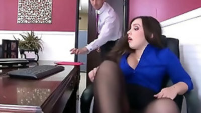 Office whore Lola Foxx Needs dick In Her butt