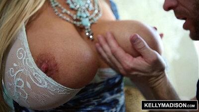 Gata wootty seduces lingerie babe