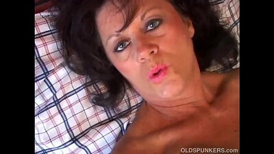 Chubby mature amateur pawns her pussy