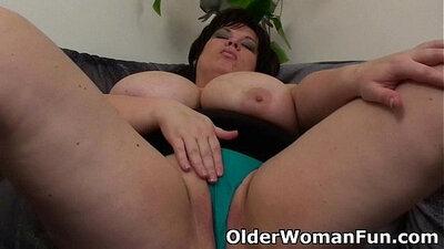 Amazing chubby tall girl dildo solo