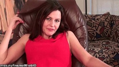 Moms hairy cunt needs orgasmic relief