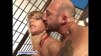 Eva Viola bellissima mummy squirta con Omar Galanti