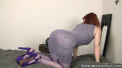 American milf filmed guys fucking her pussy with a sex toy