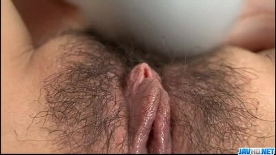 fortunate fucker makes a solo for me with her meaty pussy