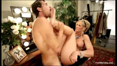IT MILF REPLAYS DADDY FOOT FUCK