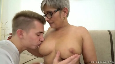 Beautiful young hitchURGHT chick riding big cock on top