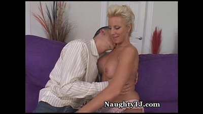 Cougar seduces young matures lady to fuck
