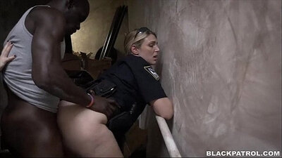 Naughty girl sucking pussies when she advances