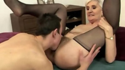 Blonde granny vagina eating