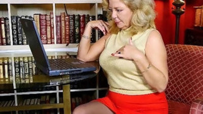 Craving grannies karen summer and dalbin finger her pussy